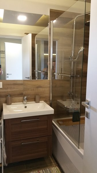 Salle de bains avec salle de douche Chambre 2
