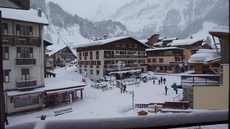 Apt 4P PlCtre1450m PARC NATIONAL Vanoise park privé ascen Tbelle vue pistes ski, holiday rental in Pralognan-la-Vanoise
