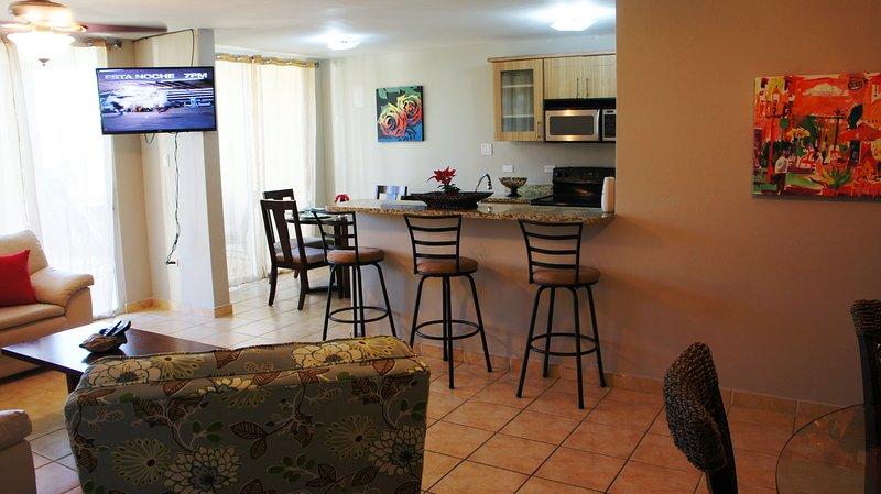 Breakfast bar/Living room