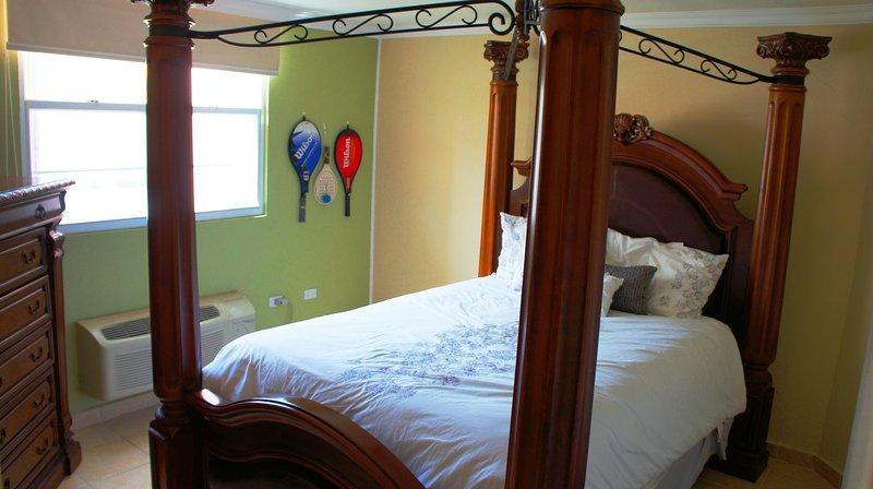2nd Bedroom queens size bed.