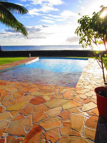Alors rafraîchissant! Océan piscine avant avec une entrée de la plage, accès facile pour les personnes âgées et les enfants.