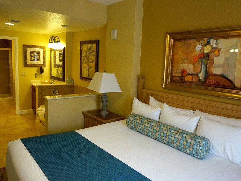 Dormitorio principal con cama King Size. Diseño y la decoración pueden variar.