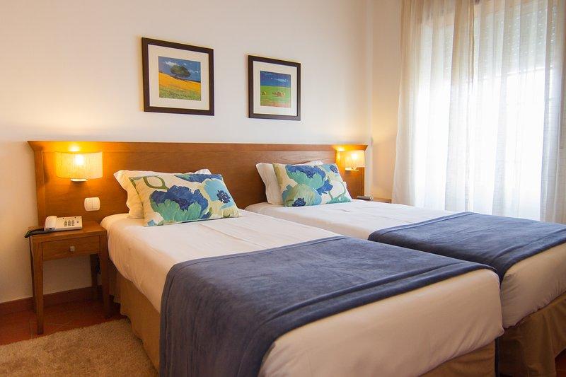 A Casa Monsaraz é confortável, nova e tranquila em ambiente familiar., alquiler de vacaciones en Terena