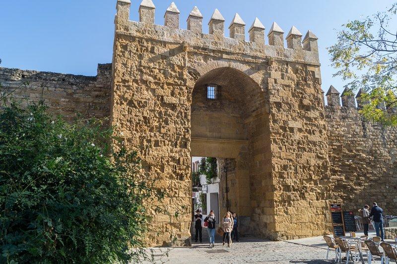 Puerta de Almodovar, a 2 minutos de la casa.