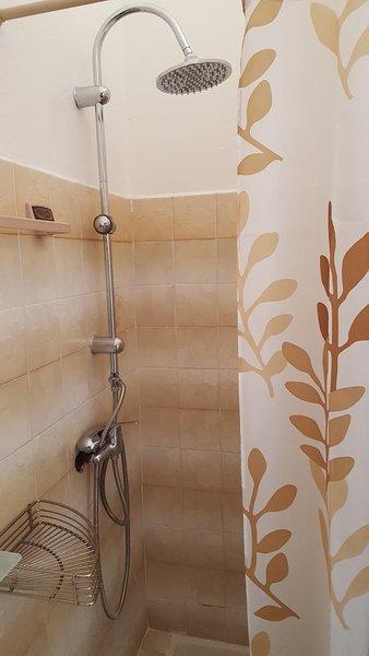 full bathroom shower