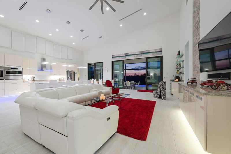 AKTUALISIERT: 2018 - New Designer Villa in Top Location on Spreader ...