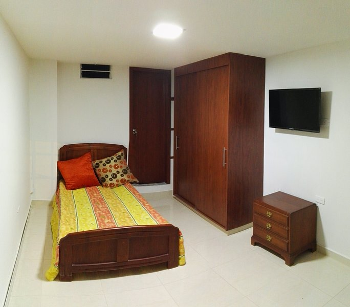 Alquiler de Apartaestudio amoblado, holiday rental in Ulloa