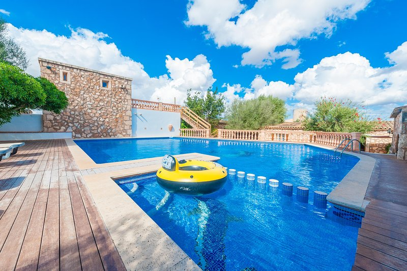 SHORT (SHORT DEN RITA) - Villa for 10 people in Es Llombards, holiday rental in Es Llombards
