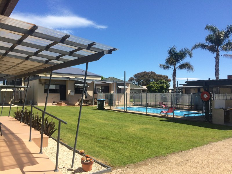 Town centre 2br affordable unit at Lakes Entrance., vacation rental in Nungurner