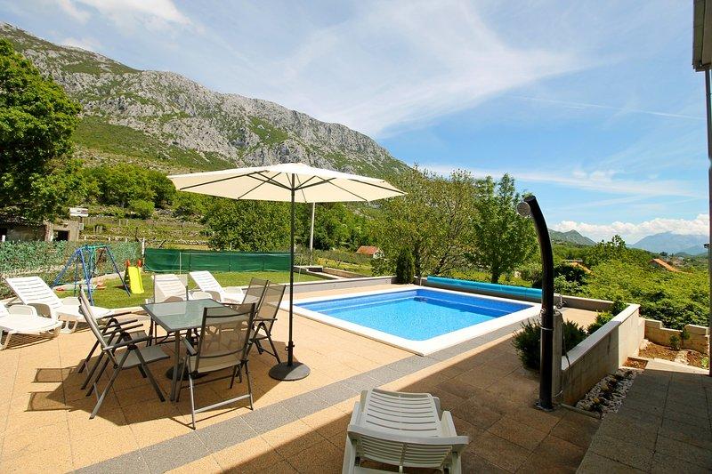 VILLA ANTONI avec piscine privée 6m * 4m et salle à manger extérieure