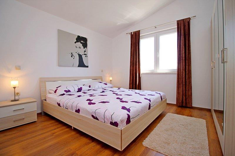 Chambre à coucher No2 avec 1 lit double AP2 lit