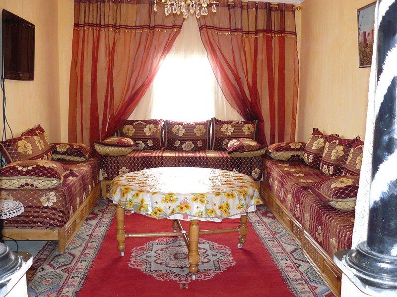Appartement  avec terrase-tout confot- de 140 m2 proche de la Kasbah de Taourirt, vacation rental in Ait Ben Haddou