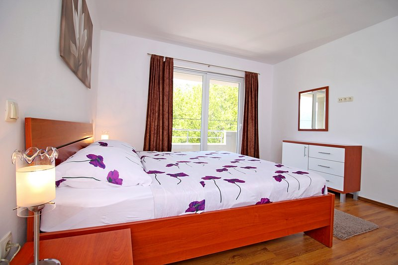 Chambre No1 avec lit double, lit bébé et balcon AP1