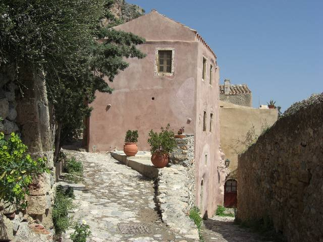 1BR traditional house in the medieval town of Monemvasia, location de vacances à Velanidia