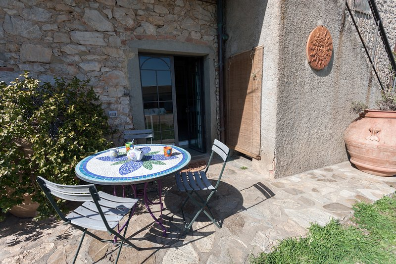 farmhouse in Maremma Natural Park one bedroom apt, 4 km from the sea of Talamone, holiday rental in Collecchio