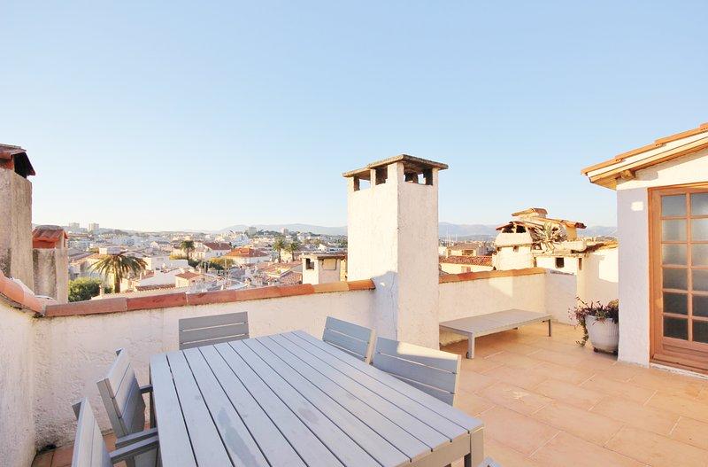 Roof top studio hide-away with amazing terrace sun trap, Old Antibes, alquiler vacacional en Antibes