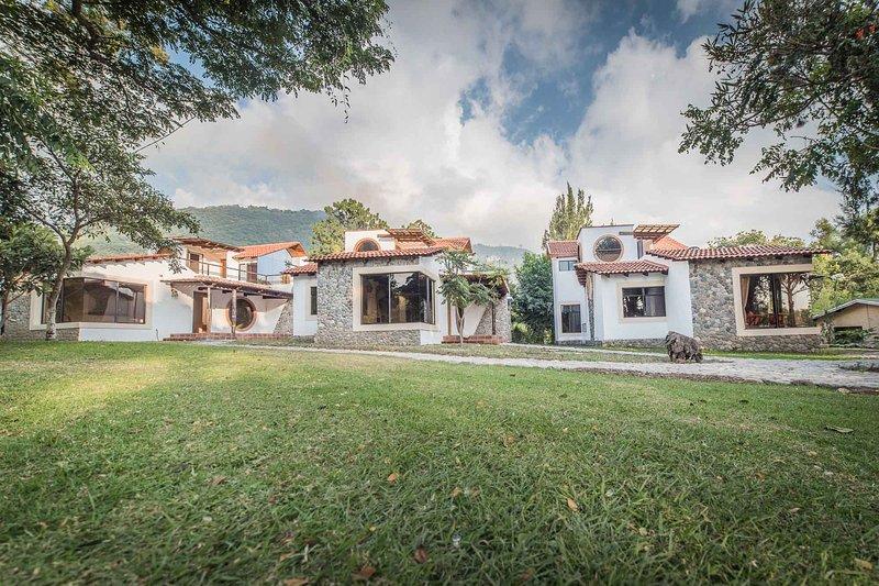 Villa JUCANYA 4, Lago de Atitlán, aluguéis de temporada em Chichicastenango