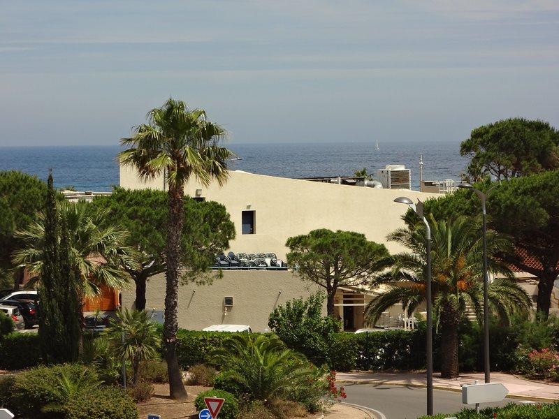 Appartement bord de mer à 100 m plage et centre ville, alquiler vacacional en Le Lavandou