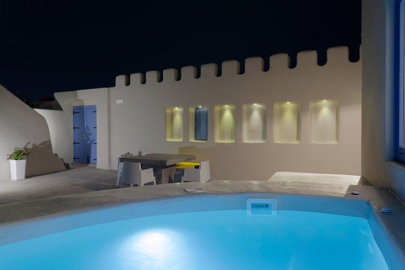 Luna Santorini Suites, holiday rental in Exo Gonia