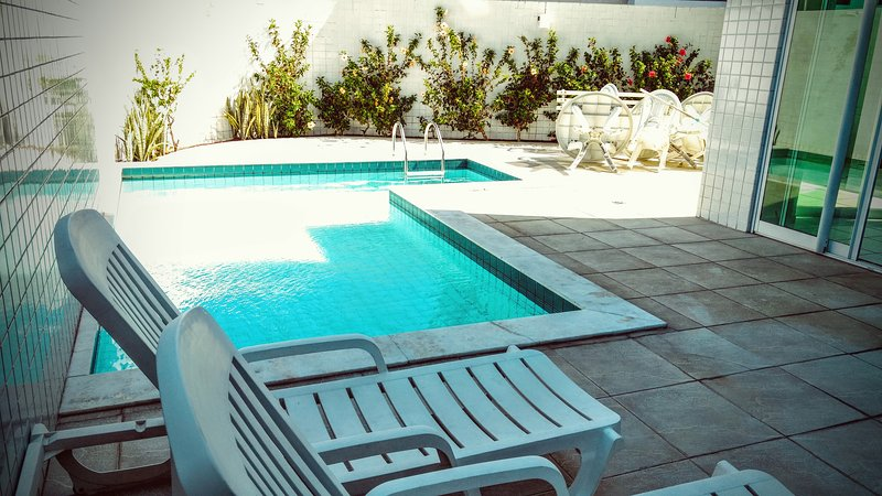 Apartamento Montmatre totalmente mobiliado a 100m da praia, vacation rental in Conde