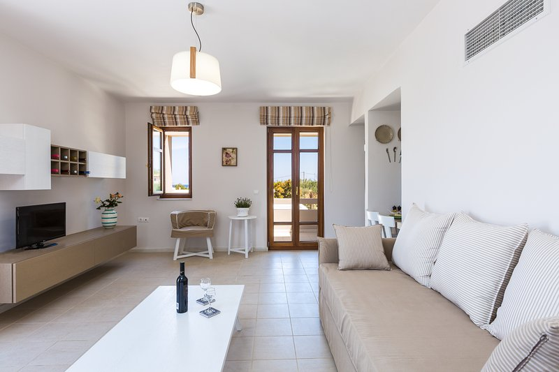 ROGDIA - Appartement Supérieur avec Terrasse et Balcon - Montagne, Olive Groves Vue - Salon