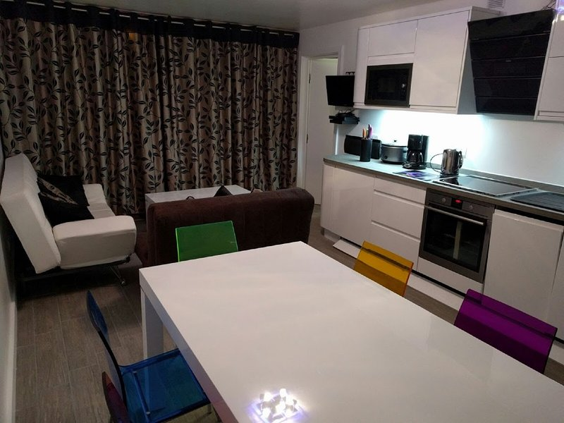 Contemporary apartment with high quality kitchen units and appliances
