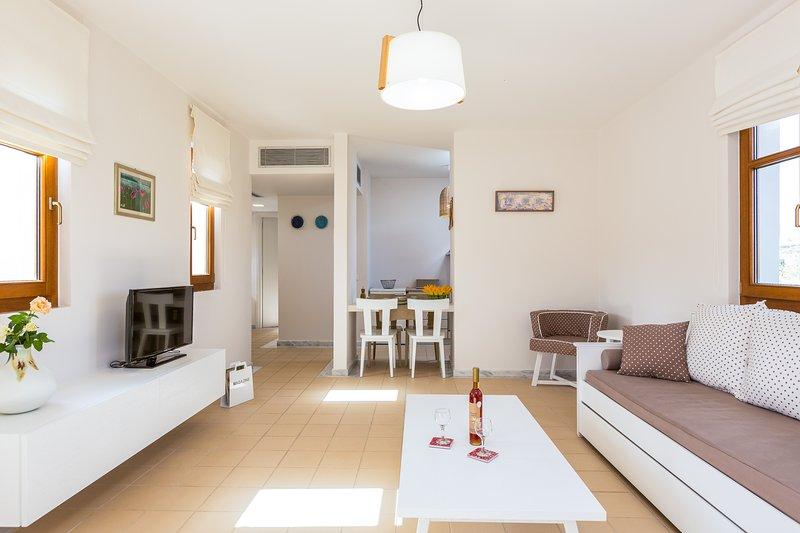 Appartement Supérieur Elia Terrasse et Balcon - Olive Groves et Moun tain Vue - Salle de séjour spacieuse