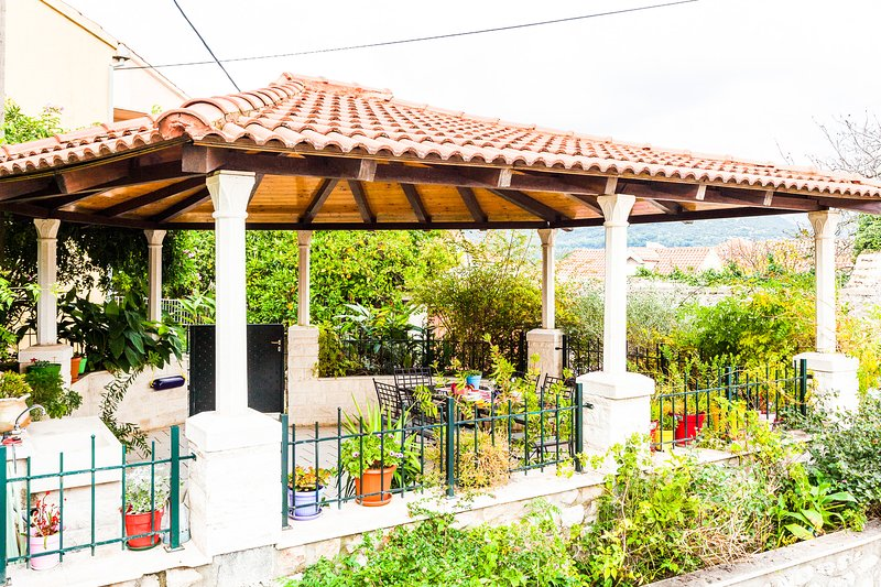 Diana's Warm Holiday Home, holiday rental in Ston