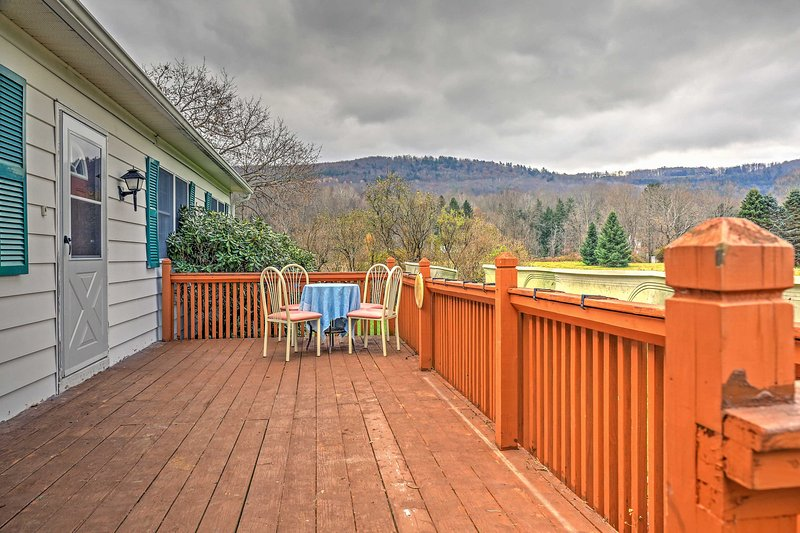 Serene Retreat w/Mtn Views 7Mi to All Star Village, location de vacances à Bainbridge