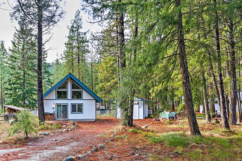 Settled in a quiet community near the Wenatchee River, this property offers unbeatable privacy.
