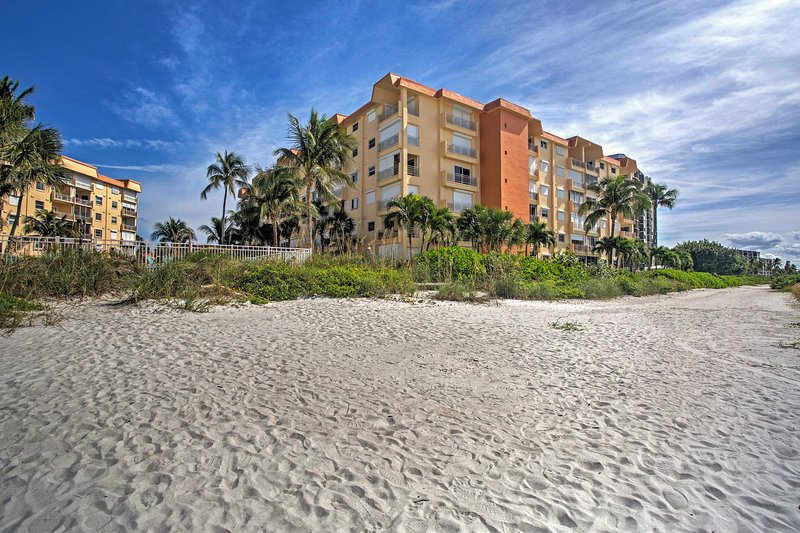 Your alluring Fort Myers vacation awaits at this vacation rental condo!