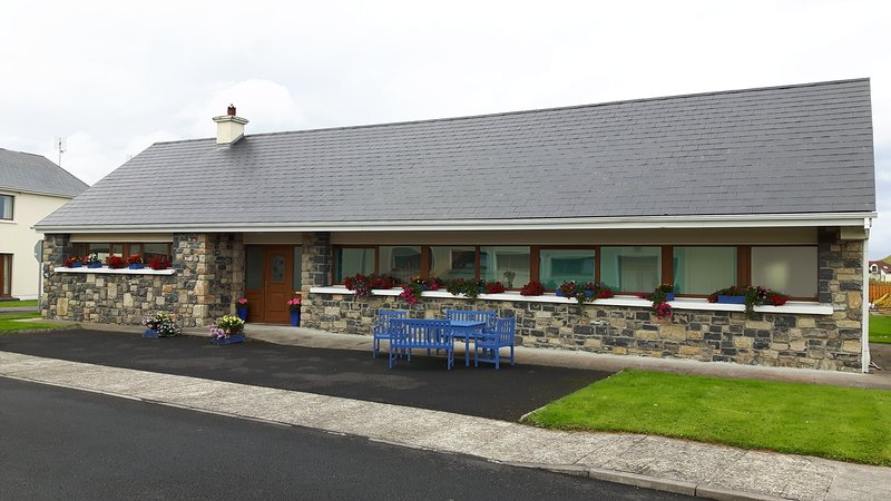 Sandy Dunes Holiday Home, holiday rental in Enniscrone