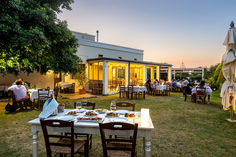 Mikro Livadi Restaurant - Premier Garden