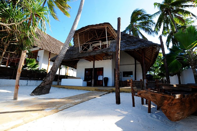 Beachfront Villa Hideaway ZanzibarHouses, vacation rental in Zanzibar Island