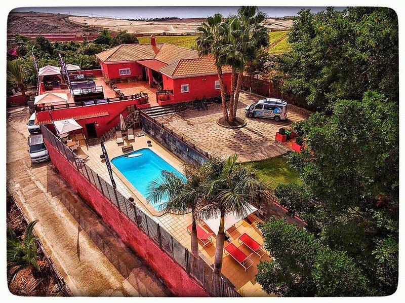 Canary Wave Villa - Villa para 30 personas en Maspalomas – semesterbostad i Playa del Inglés