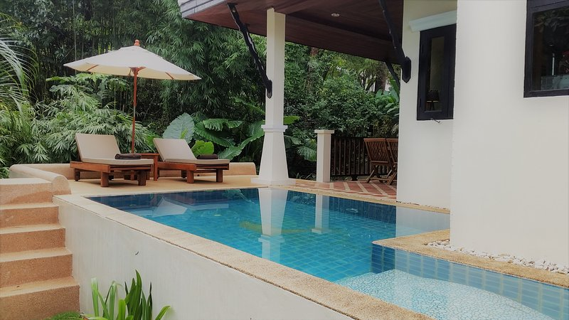 deluxe 2 person hide away jungle bungalow with garden, mountain pool, free WIFI, vakantiewoning in Khao Lak