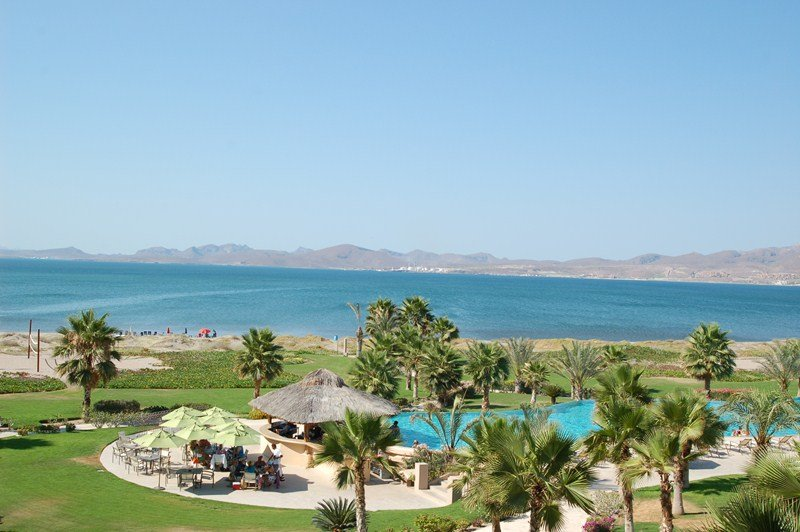 Nice 3rd floor views of the pool, beach and Sea of Cortez