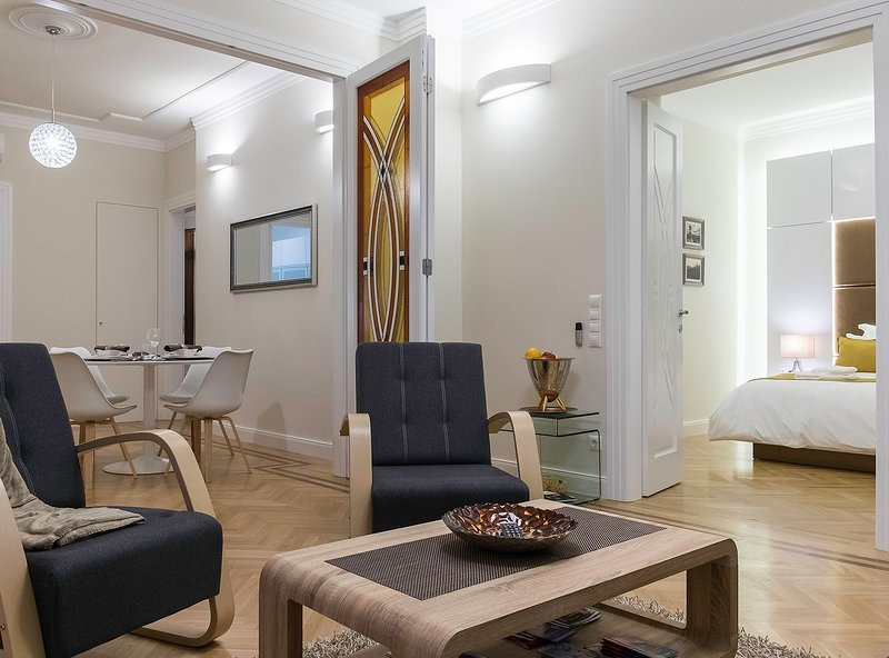 Lazar Deco Suite Basilica, WiFi, AC, 2BR, 2BA 90 sqm at St. Stepen's Basilica, vacation rental in Budapest