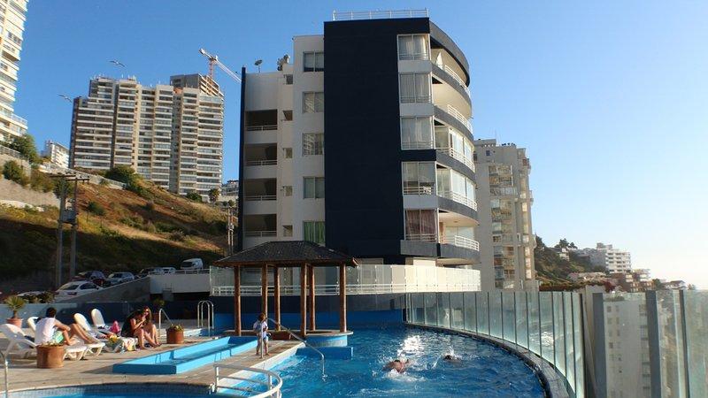 Amplio Depto en Euromarina 2 - Vista al Mar, Restaurant y Acceso a Playas, holiday rental in Renaca
