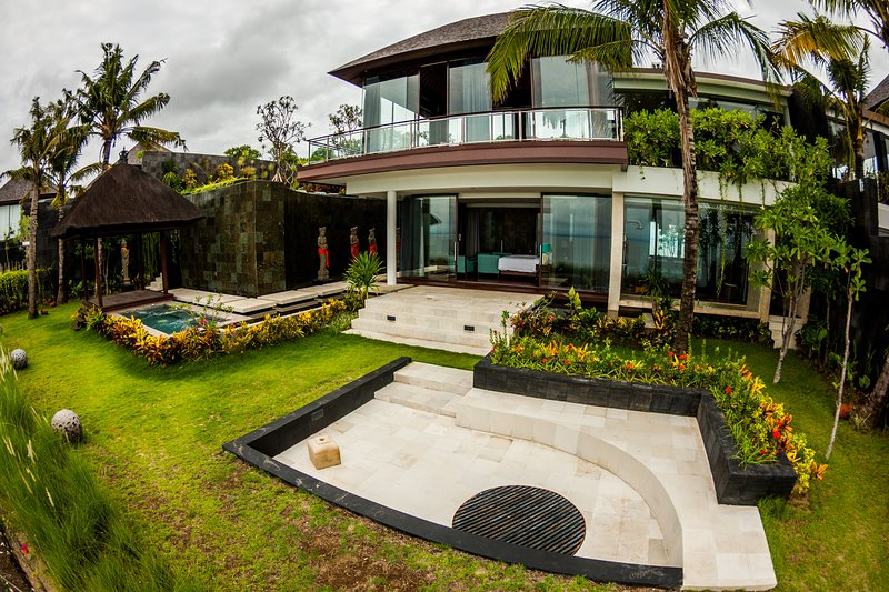 Villa Aum 4 bedroom modern cliff front, ocean views 2 private pools, holiday rental in Kuta