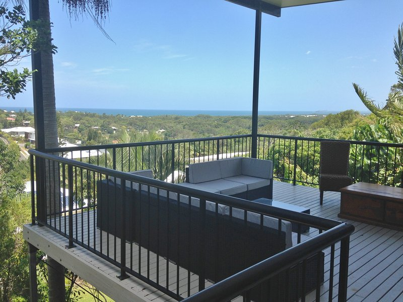 Squeaky Sands.  Hot views.  Cool comforts.  You won't want to leave., location de vacances à Coolum Beach