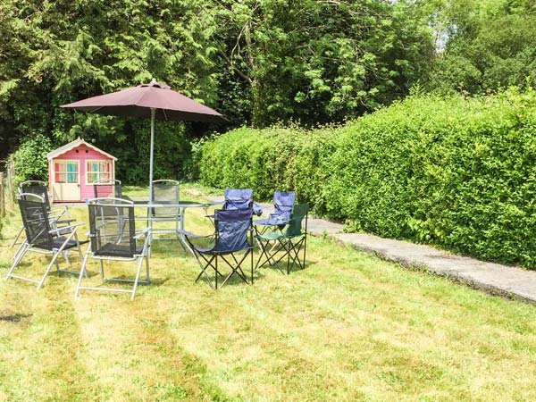 Ty'r Ystrad, family-friendly, fire pit, WiFi in Kidwelly, Ref 948232, location de vacances à Ferryside
