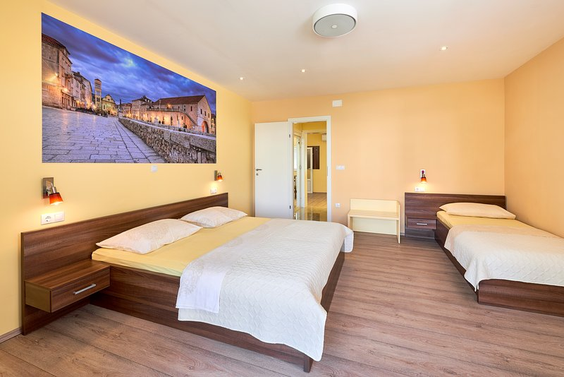 Apartment Komazin, vacation rental in Hvar