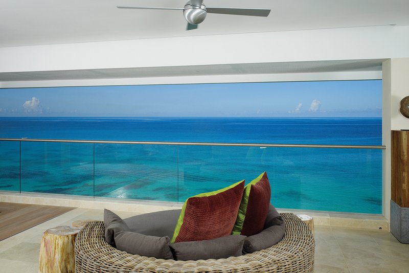 **WONDERFUL RATES AVAILABLE - PLEASE ASK** Portico - 3 Bedroom Luxury Villa, vacation rental in Black Rock