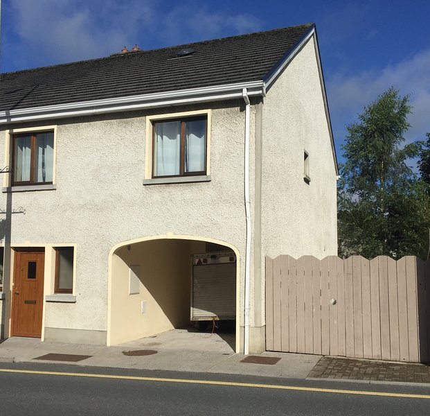 The Town Houses B&B - Hamilton O'Rourke Campus, holiday rental in County Leitrim