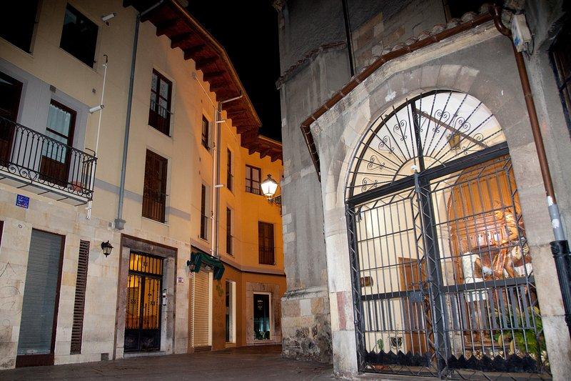 Suite Cantarranas Iglesia San Martín.  Mezcla única de arte , diseño y ubicacion, alquiler de vacaciones en Provincia de León