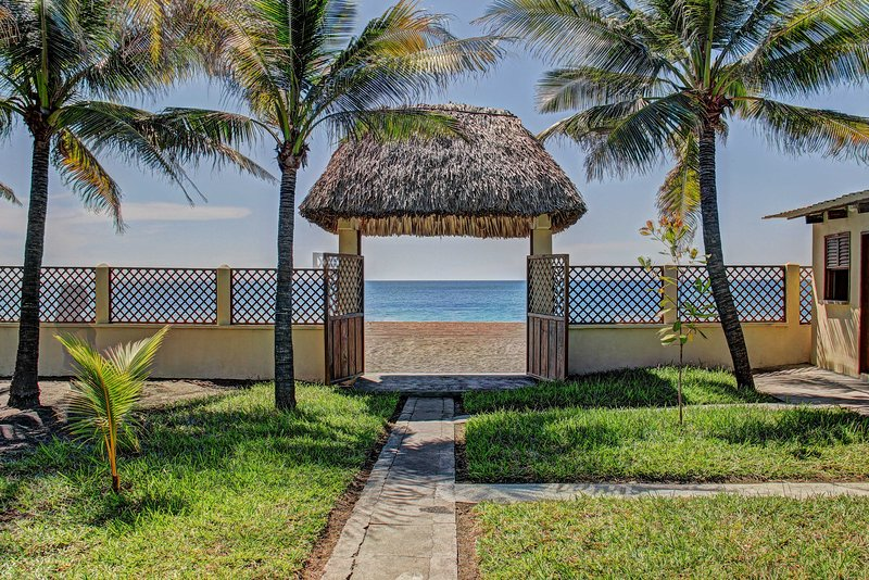 Escape to the ocean when you book this lovely Guatemala vacation rental villa!