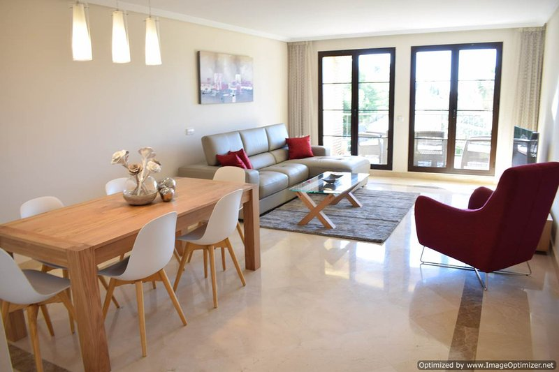 Review Of Deluxe Three Bedroom Apartment With Modern Furniture And Fabulous  Views R123