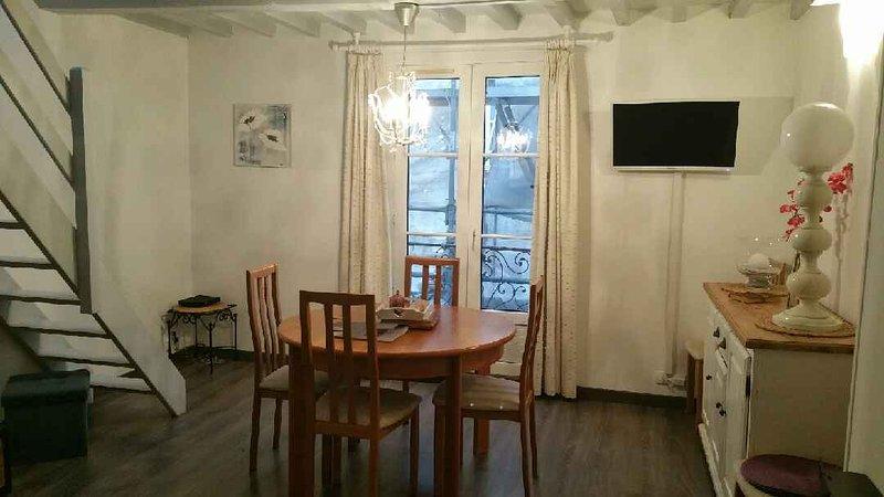 Salle à manger - Table 8 personnes (2 rallonges) TV avec port Usb et Wifi gratuit