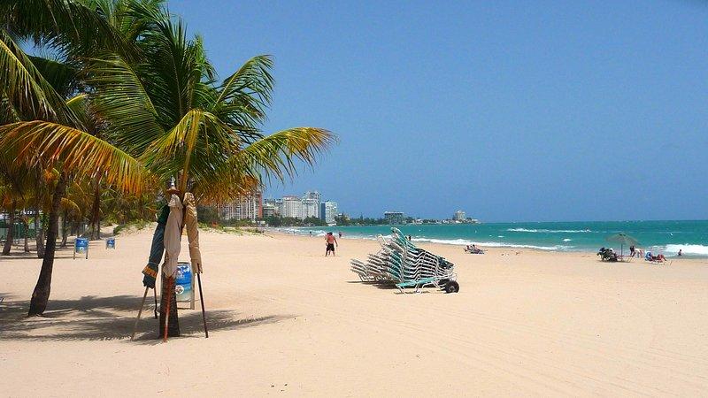 Direct access to Isla Verde Beach.